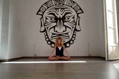 Violeta Yoga-La Tribu Malaka.
